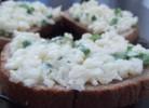 conopida cu maioneza, ceapa verde si usturoi