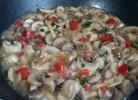 tocanita de ciuperci cu sos alb