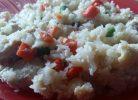 orez din conopidă cu piept de curcan, morcovi și mazăre