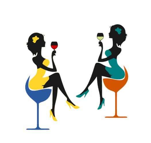 femei cu pahare cu vin